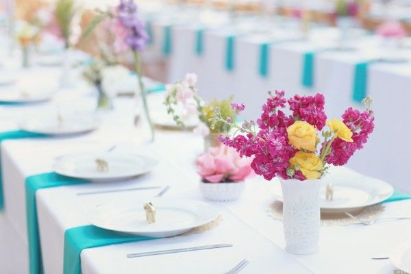 White and turquoise reception table linens | photography by http://simplybloomphotography.com