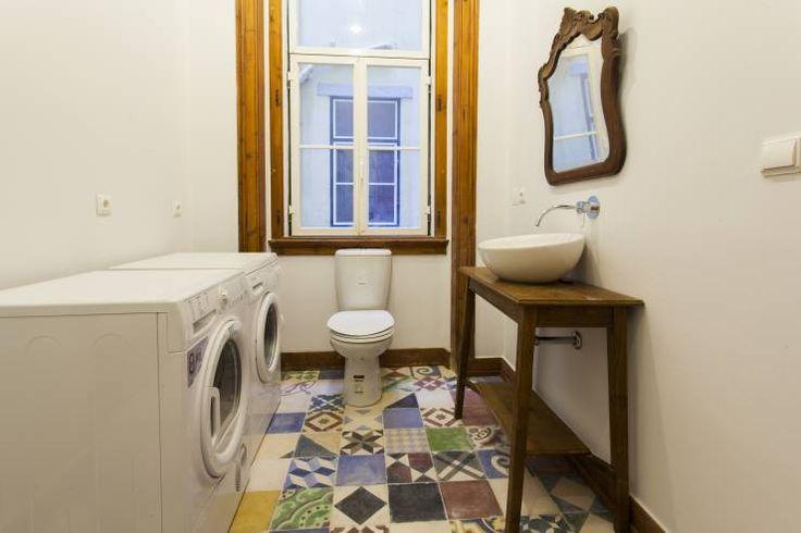Apartamento Alma Lusa, uma casa portuguesa, com certeza!: Casas de banho translation missing: pt.style.casas-de-banho.rústico por alma portuguesa