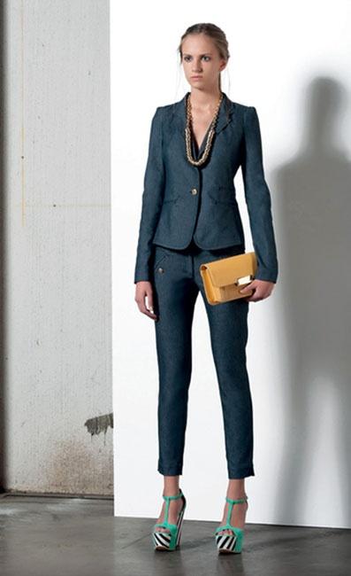 Look 06 . 510 Giacca / Jacket . 418 Pantalone / Trousers . 248 Collana / Necklace . 271P Borsa / Bag . 203P Scarpa / Shoes