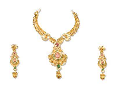 Narangs Raj Jewellers is an exclusive jewellery store in Karol bagh with a stunning range of gold jewellery,22 Karat Gold Jewellery,Gold Chains,Gold Necklace,Gold Coins,Gold Bracelet.It is top shop in Delhi NCR with Indian traditions and modern jewellery at one place