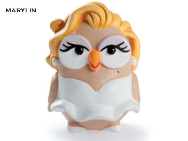 Il gufo Marilyn realizzato da Egan in ceramica dipinta a mano è una divertente imitazione di Marilyn Monroe, la cantante e attrice statunitense che ha fatto impazzire gli uomini di tutto il mondo. Prezzo: €  19,80. Visita il nostro sito  www.righouse.it per scoprire altri incredibili prodotti nel nostro shop on-line.