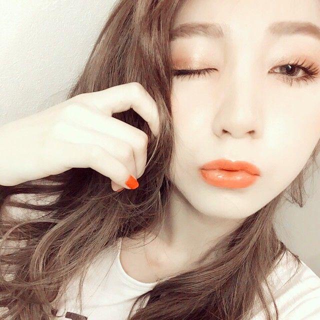 「女が見惚れるおしゃオーラ。オレンジメイクで大人の色気むんっ」に含まれるinstagramの画像