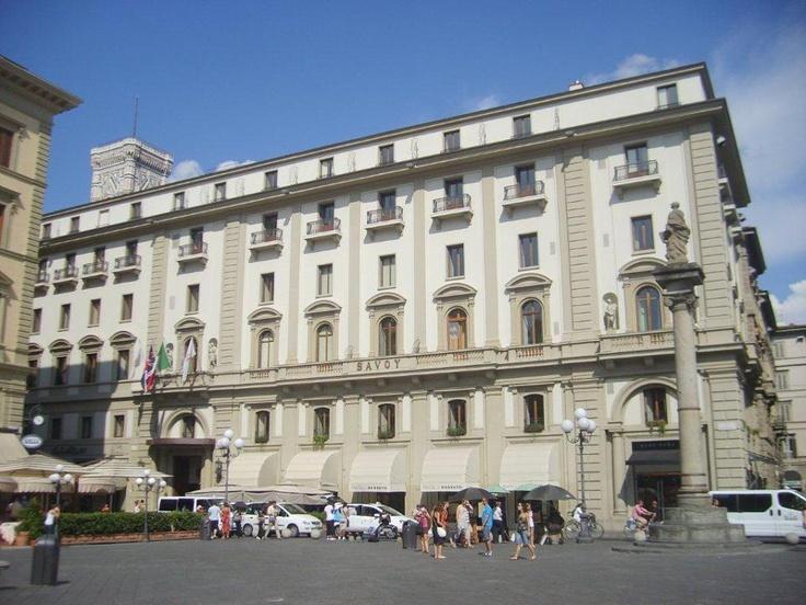 Giotto'nun güzel çan kulesi ve Brunelleschi'nin zarif kubbesi Duomo'nun tek güzellikleri değil. İçeride Uccello'nun freskleri, vaftiz bölümünde ise Bizans mozaikleri var... Daha fazla bilgi ve fotoğraf için; http://www.geziyorum.net/floransa-gezisi/
