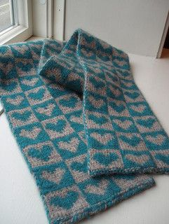 More non-red hearts. Free pattern, double knit scarf