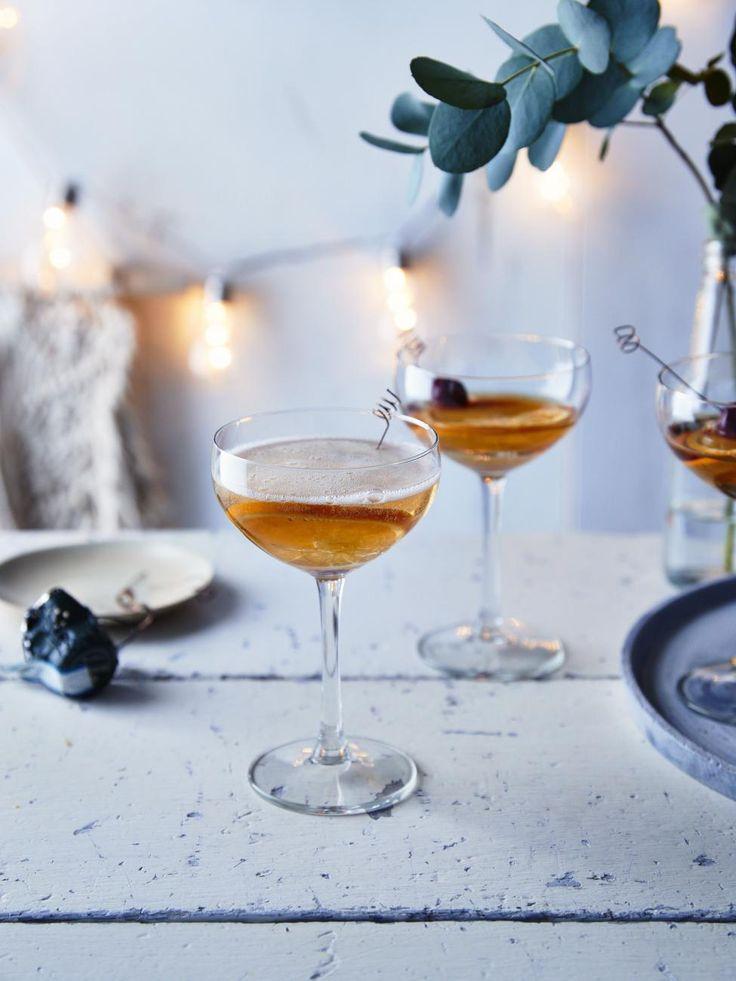 Cocktail au champagne, à l'angostura et au grand marnier ...