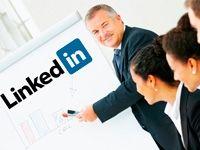 Linkedin te da la posibilidad de crearte un perfil profesional o una página de empresa. El primero es para personas y el segundo es para marcas o productos. Muchas pymes se construyen un perfil profesional en #Linkedin con su nombre ante el desconocimiento de la existencia de las páginas o porque ven que el perfil les da más posibilidades de interactuación con otros contactos dentro de Linkedin.