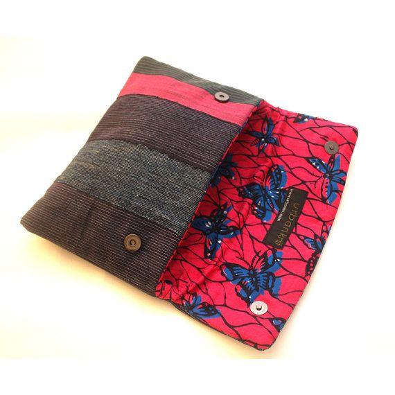 Te koop: Envelop clutch blauw en roze Oversized door Urbanknit