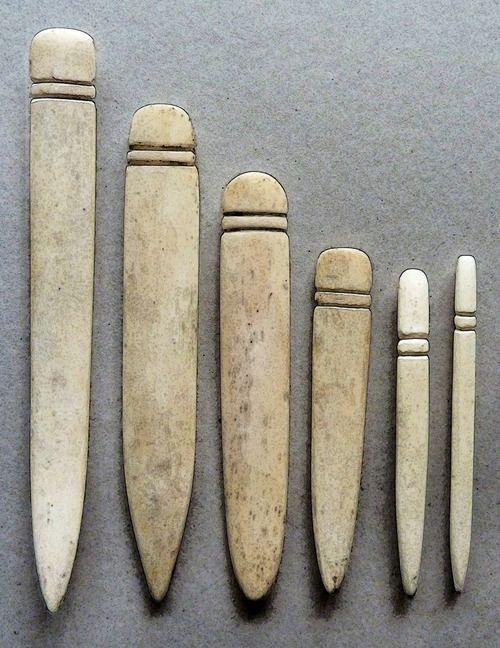 Las plegaderas son pequeñas piezas hechas de un material duro y resistente que sirven, principalmente, para doblar firmemente los pliegos de papel. Estas herramientas dan profesionalismo al oficio …