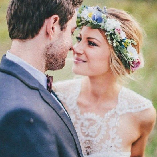 Are you a boho bride? Find your perfect wedding dress with our fave chic boho dress finds! Photo via The Robertsons.
