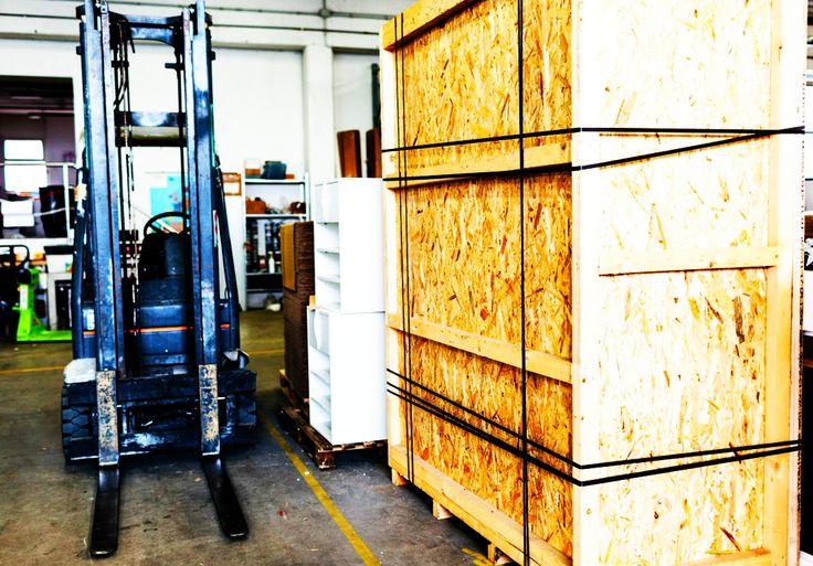 Spedizione di un arredo per il retail da noi realizzato. Servizio di imballaggio interno, nella nostra divisione Industrial.