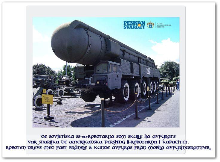 Sovjet tog i tjänst en ny spionsatellit OKO vars enda uppgift var att bevaka amerikanska kärnvapenstyrkor. Vid midnatt 1983-09-26 indikerade systemet att USA avfyrat sina landbaserade Minutemanrobotar  vilka skulle nå mål inom en halvtimme. Överstelöjtnant Stanislav Petrov som var vakthavande befäl visste att ryssarna måste få iväg sina robotar innan dess, men Petrov tryckte ej på röd knapp eftersom han aldrig fick bekräftelse via radarn från OKO & avblåste larmet som ett fel.