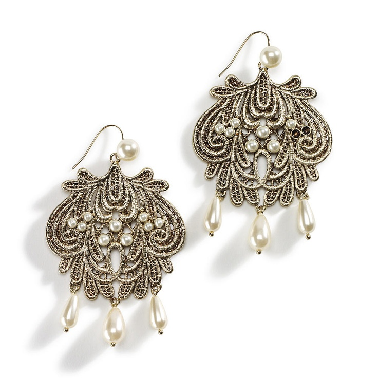 http://lethalglam.blogspot.com/2012/03/jessica-simpson-collection-spring.html: Simpson Chandelier, Chandelier Earrings, Chandeliers 38, Accessories, Gold Chandeliers, Earring Addict, Jessica Simpsons