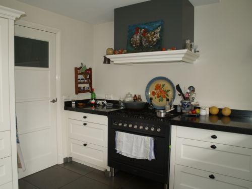 25 beste idee n over houten laden op pinterest pallet lade kookeiland middelpunt en eettafel - Witte keuken voorzien van gelakt ...