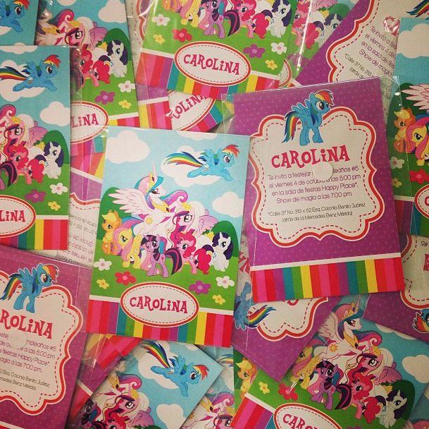 También hacemos invitaciones para fiestas infantiles.. esta fue para el Cumple de Carolina de mi pequeño Pony :)