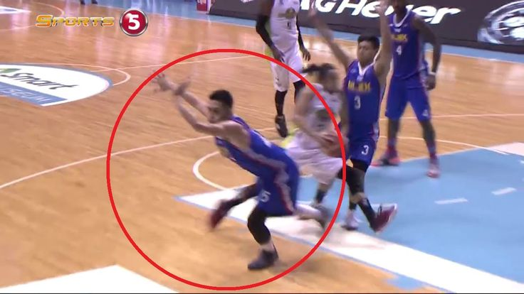 """Terrence Romeo, nabiktima si Baracael ng """"Fake Pass"""" - WATCH VIDEO HERE -> http://philippinesonline.info/trending-video/terrence-romeo-nabiktima-si-baracael-ng-fake-pass/   DISCLAIMER – All clips property of Sports5/PBA and their respective owners. No copyright infringement is intended, all videos are edited to follow the """"Fair Use"""" guideline of YouTube. """"Copyright Disclaimer Under Section 107 of the Copyright Act 1976, allowance is made..."""