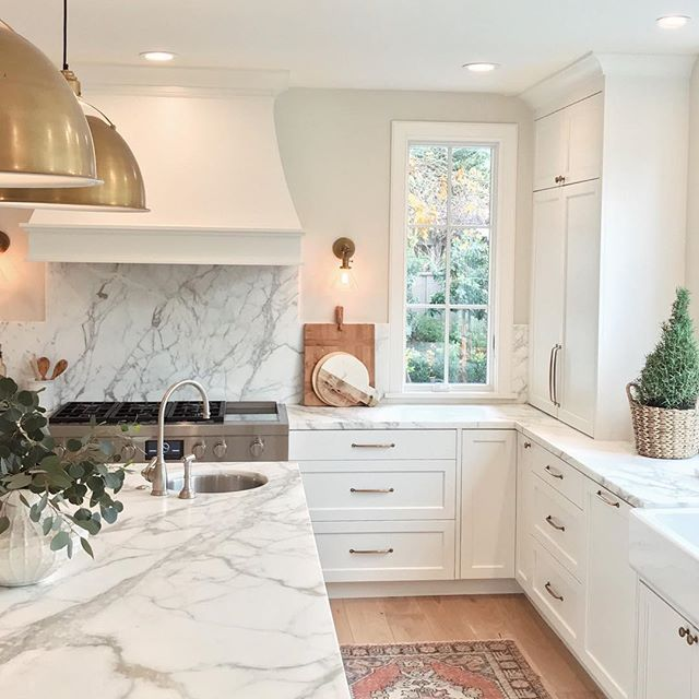 My out-of-state client sent me a few more pics of her finished kitchen and all I can think is how beautiful her marble countertops and backsplash are. I know marble isn't the most practical choice, but it's the most beautiful. #whiteandgolddesign @legacymillandcabinet #sodomino #kitcheninspo