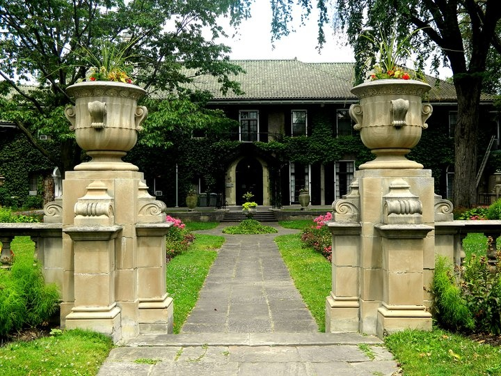 I can't believe I still haven't: visited the Glendon campus!