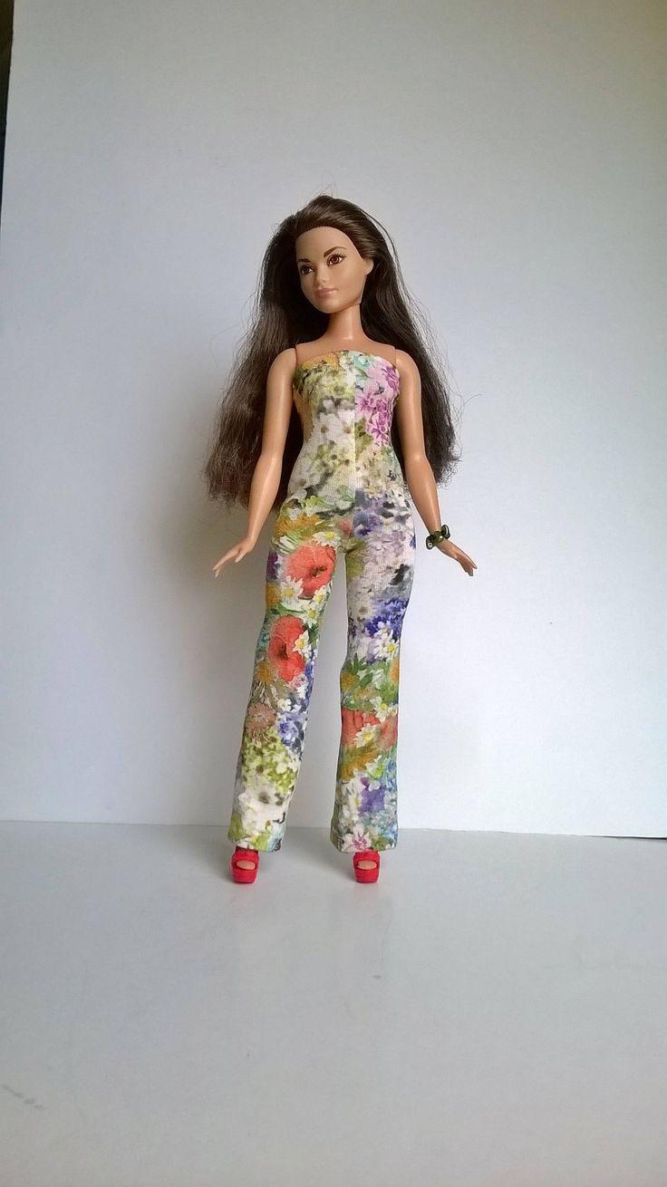 Bochtige Barbie jumpsuit met kleurrijke bloemen patronen