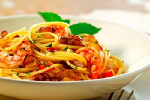 Espaguete com camarão fácil. Saia da rotina e faça massa com frutos do mar. Receita simples vai deixar seu almoço com sabor especial de camarão e pimentão. Spaghetti Assanhado| Gastronomia e Receitas - Yahoo Mulher