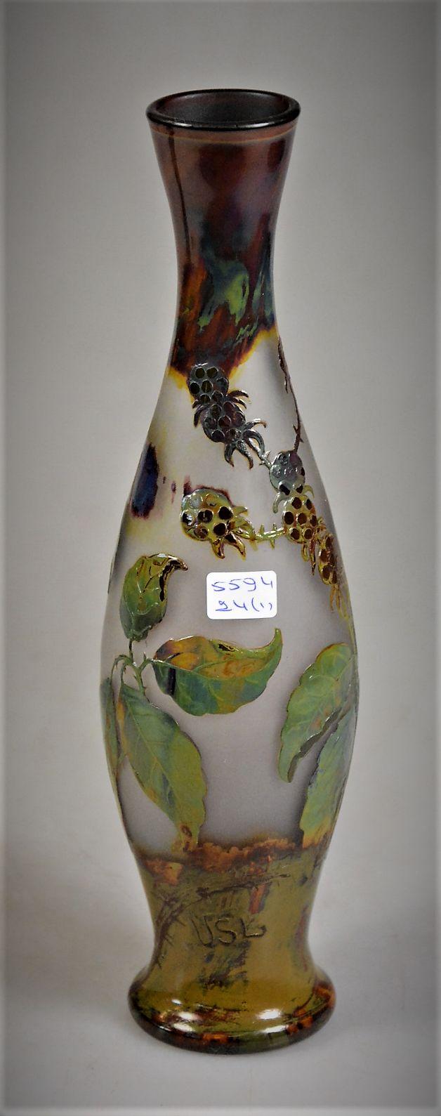 Val Saint-Lambert vase en verre incolore doublé aux émaux polychromes en multicouches, soufflé et dégagé à l'acide (fluogravure) - Muller Frères pour VSL après un design de Léon Ledru, decor 'Ronces' - vers 1906-1907 - H 25 cm