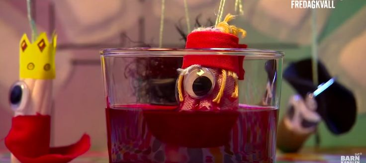 Un programma per bambini della tv svedese SVT che a gennaio aveva trasmesso un breve cartone animato con una canzoncina sui genitali in cui comparivano genitali maschili e femminili danzanti, ha diffuso una nuova clip per spiegare le mestruazioni ai bambini. Il video mostra quattro assorbenti interni che danzano come marionette, e il conduttore del programma che canta una allegra canzone esplicativa.