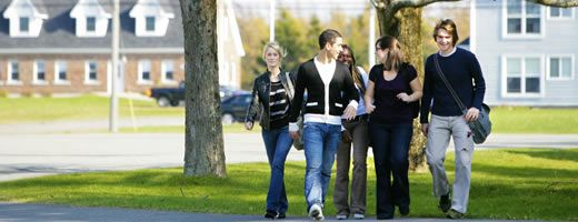 Université Sainte-Anne, la seule institution d'enseignement post-secondaire de langue française en Nouvelle-Écosse, offre plusieurs des programmes d'études universitaires en français. / Université Sainte-Anne, Nova Scotia's only French-language post-secondary institution, offers several university level courses.