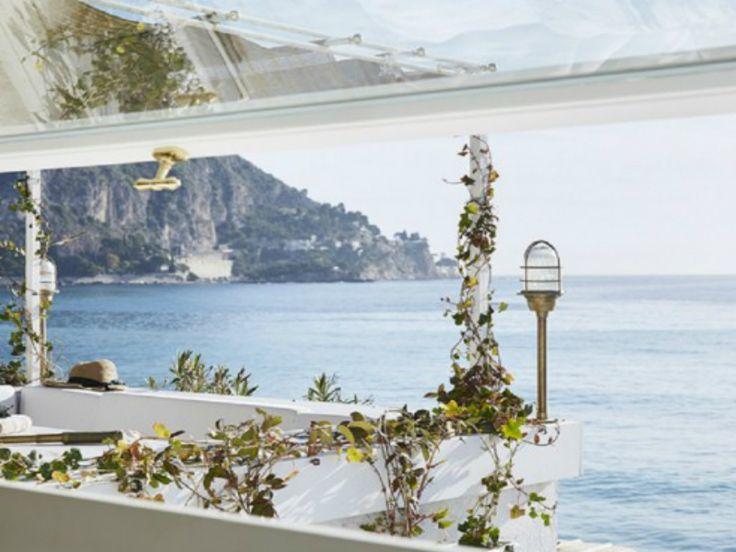 Το πανέμορφο μινιμαλιστικό σπίτι που βρίσκεται πάνω στη θάλασσα της Νότιας Γαλλίας!(photo)