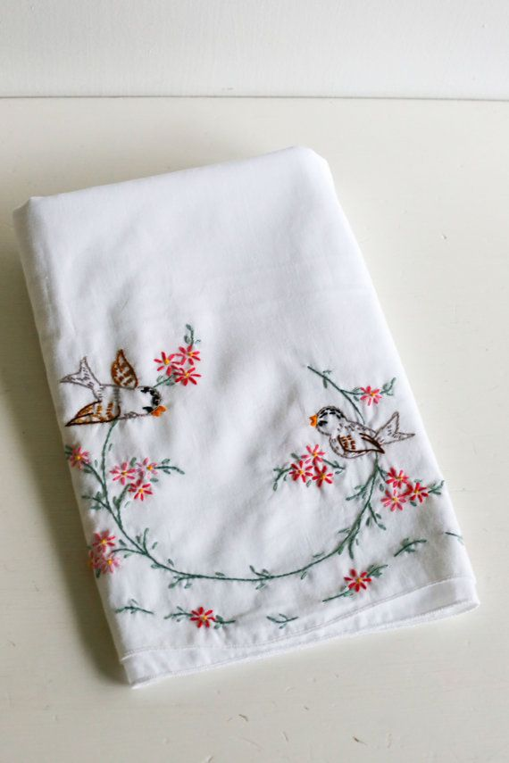 Vintage Embroidered Pillowcase Pair Bird and Flower Embroidery Design on White Pillowcases Scalloped Hem & 57 best vintage bedding images on Pinterest | Vintage bedding ... pillowsntoast.com
