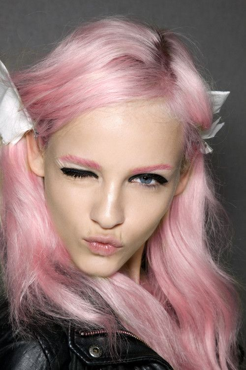 Pink brows!