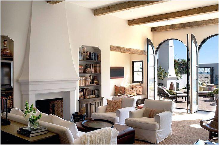 Традиционный дизайн интерьера гостиной в колониальном стиле
