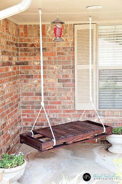 pallet swing.: Pallets Swings, Pallet Swings, Wooden Pallets, Pallets Ideas, Wood Pallets, Pallets Porches Swings, Old Pallets, Front Porches, Outdoor Swings