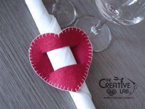 #cena romantica per #sanvalentino? Leggi il #tutorial per realizzare un #cuore #portatovagliolo in #feltro o #pannolenci #faidate per portare un po' di romanticismo sulla tua tavola! #diy #handmade #craft #felt #valentineday