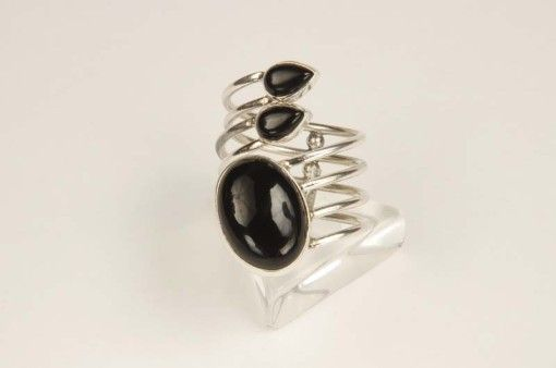Ring R00039 Black onyx for the woman who loves life's challenges! The black onyx is associated with love, passion, desire and eroticism!