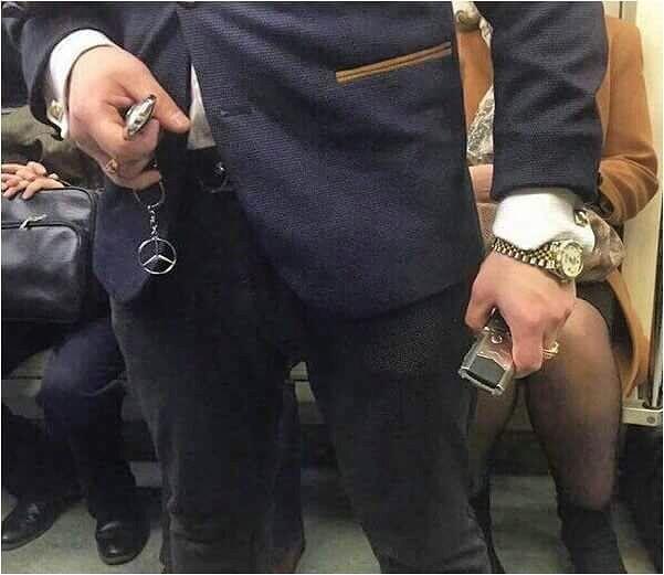 """просто фото """"Когда оказался в метро но нужно дать понять всем что ты здесь случайно и вообще ты успешный человек #modavmetro #модавметро #метро #мода #стиль """" от modametro May 28 2016 at 08:47AM"""