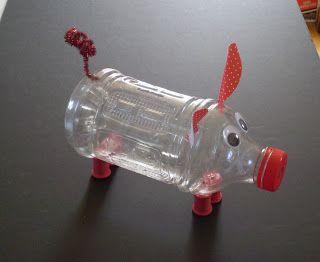 Gris av pet-flaska för att för att förvara pengar i  /  Pig of pet bottle for to keep money in