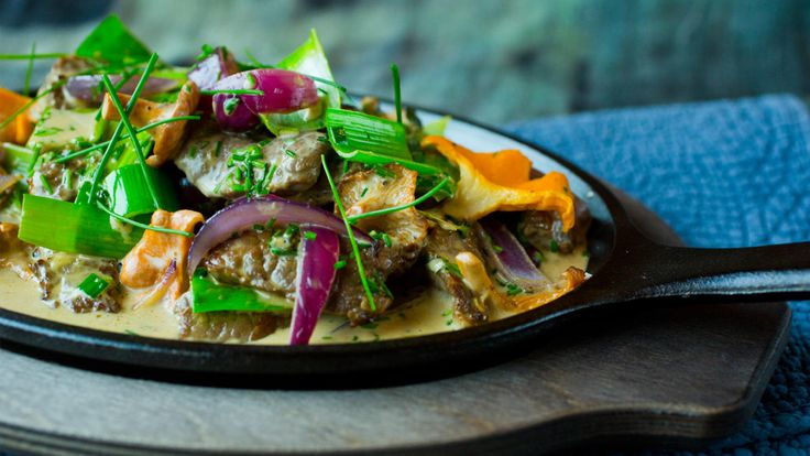 Kokte poteter, stekte poteter eller rotstappe er fint som tilbehør denne gryten.
