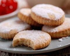 Biscuits sablés faits maison http://www.cuisineaz.com/recettes/biscuits-sables-faits-maison-80987.aspx