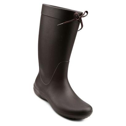 Oferecendo extremo conforto e sensação macia, a Bota Crocs Freesail Rain Boot Marrom é a pedida certa para quem gosta de inovar no visual. Além disso, é uma boa pedida para acompanhar os dias de chuva. | Netshoes