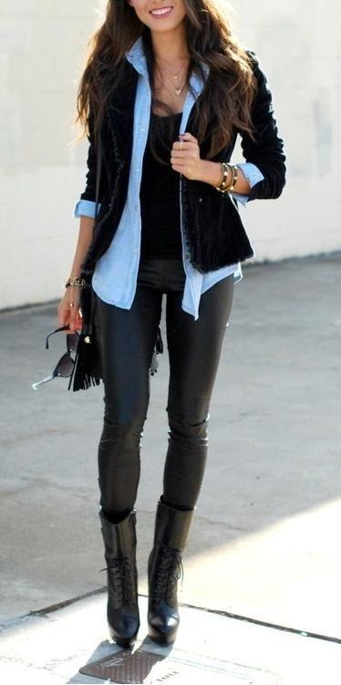 Need to figure out how to wear my leather pants y la combinación deña chaqueta negra con camisa de mesclilla