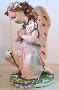 Antiquité. Collection. Art religieux. Ange en plâtre peint