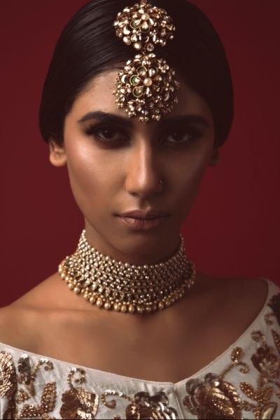 Indian Wedding Jewelry - Dull Gold Plated Choker with Maang Tikka | WedMeGood | Jewelry by: Purab Paschim by Ankit Khullar #wedmegood #indianbride #indianweddingjewelry #choker #maangtikka #gold #dullgold