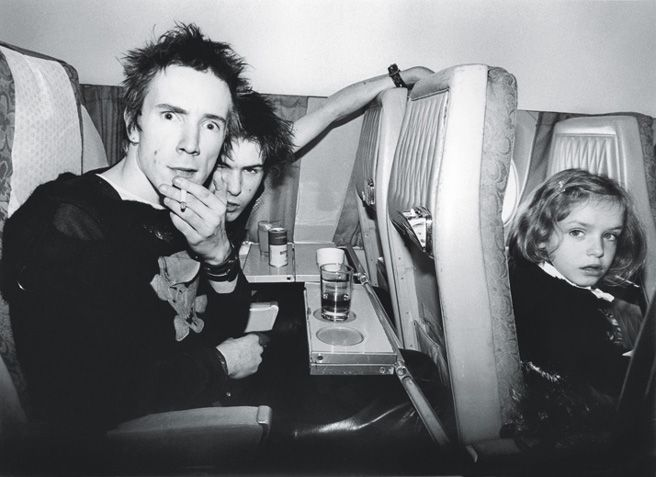 Punk Rock 1977 | johnny rotten and sid vicious midair in bob gruen's photograph, 1977.