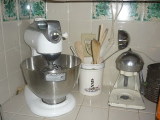 The Eclectic Cottage, our vintage 4c Kitchenaid mixer and our vintage juicer.