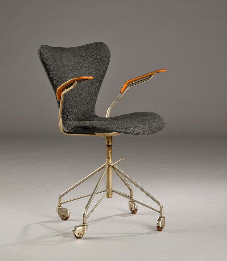 Arne Jacobsen; #3217 Chromed Steel and Teak Armchair for Fritz Hansen, 1955.
