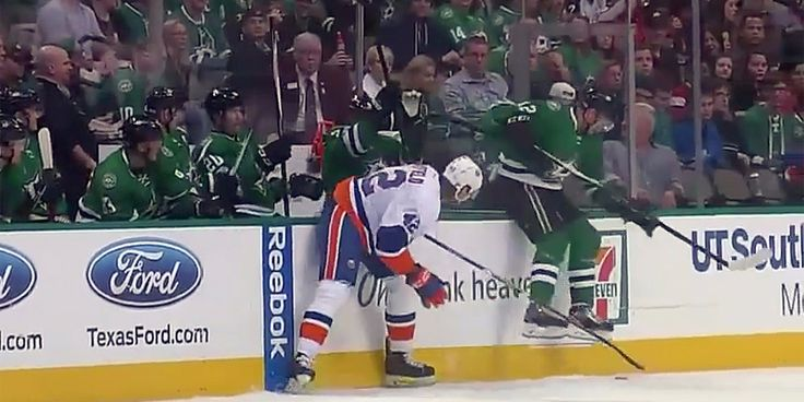 Dallas Stars player slides along bench to avoid check scores goal 5 seconds later