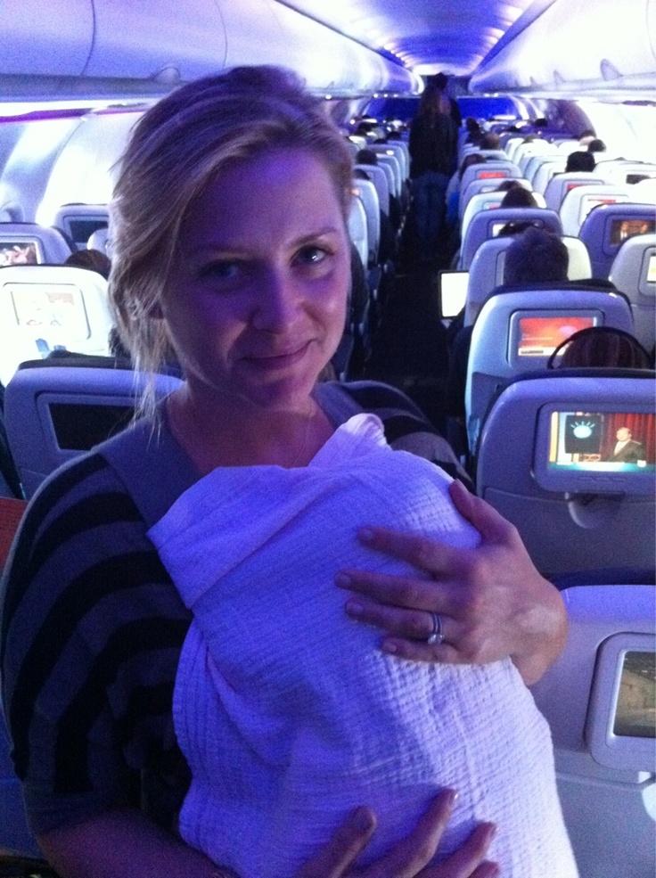 Com a Eve ainda bebê no avião!