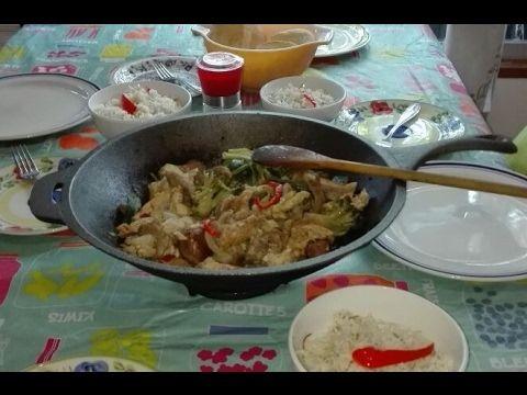 Cocinando en el Wok de Fierro Fundido - YouTube