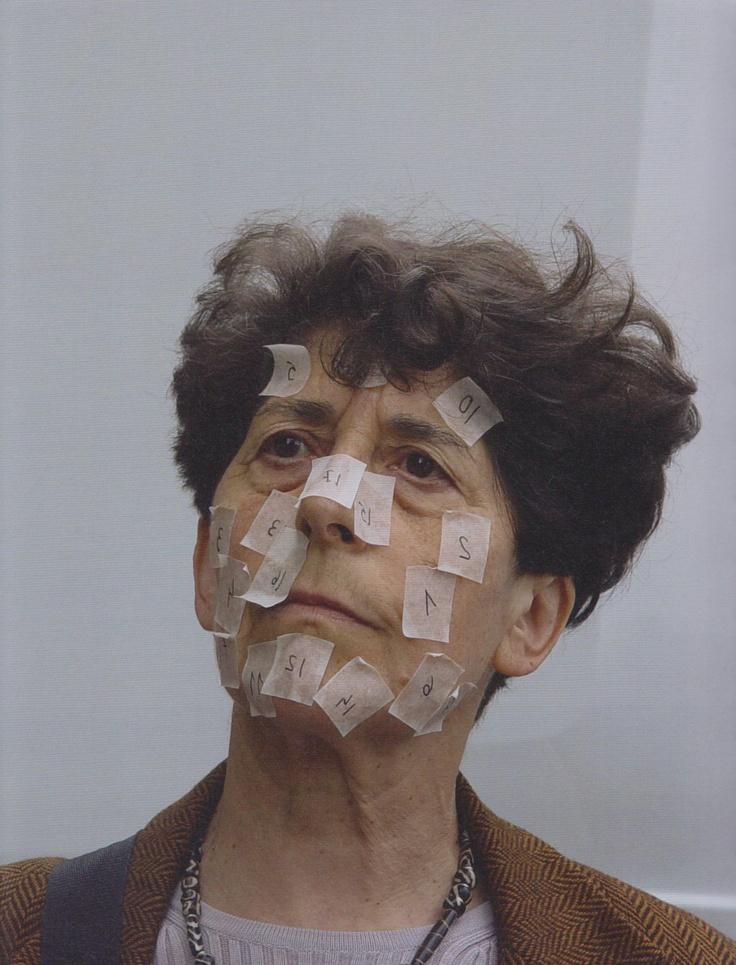 Esther Ferrer - Preguntas con respuestas o no. Festival In Place of Passing, Belfast, 2005.