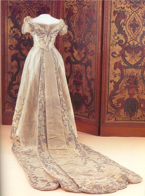 Queen Wilhelmina's wedding gown, 1901.