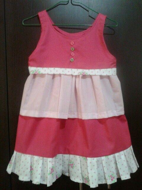 vestido de niña hecho con algunos sobrantes de tela